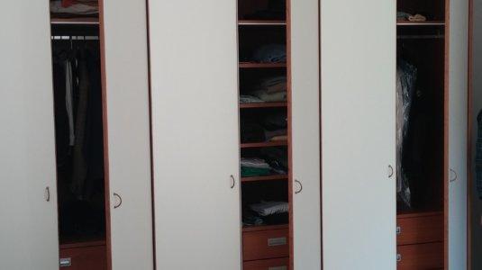 arch. montagna - armadi camera con ante laccate e bordo in ciliegio (3)