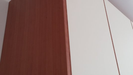 arch. montagna - armadi camera con ante laccate e bordo in ciliegio (4)